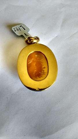 Pendente em ouro amarelo com hanba laranja