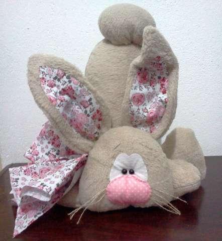 Coelhão Decorativo Em Feltro E Manta Dadimel Presentes