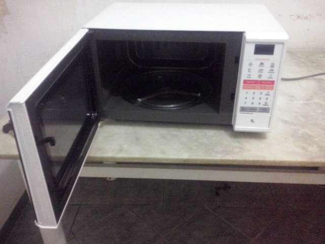 Micro-ondas LG MS3044L EasyClean 30 Litros Branco