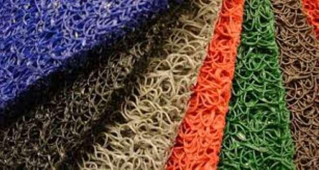 tapetes sintéticos personalizados e grama sintética