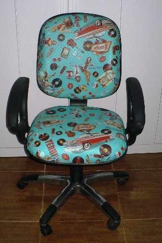 Cadeira de escritorio Giratoria , Reclinavel , sobe e desce.