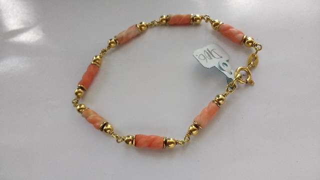 Pulseira de ouro rosado com coral portuques